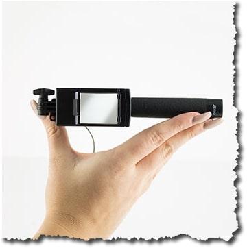 Tige rétractable, pour un encombrement minimum pour cette barre à selfie