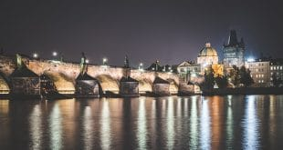 charles-bridge-in-prague-at-night