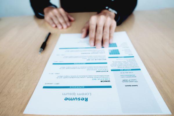 Un CV avec un design percutant.