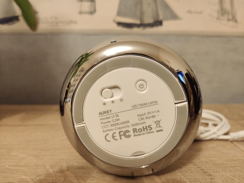Présentation lampe de chevet portable Aukey LT-T8.