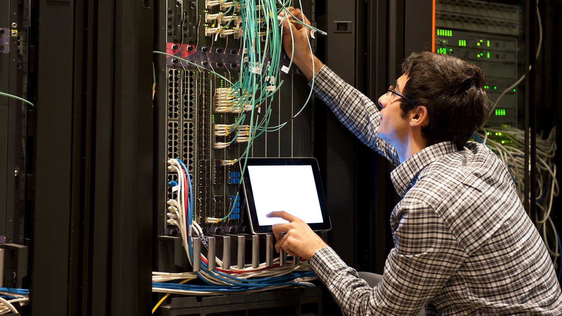 Quelles sont les qualités nécessaires pour devenir un technicien système et réseau ?